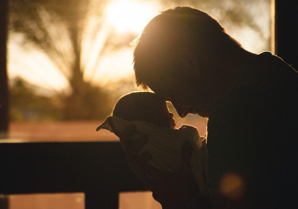 孩子遭妻帶離,夫委託律師訴請離婚,爭取到子女共同監護權