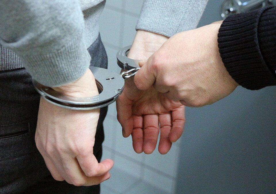 同居友人一時糊塗犯搶奪罪,刑事律師上訴爭取緩刑成功