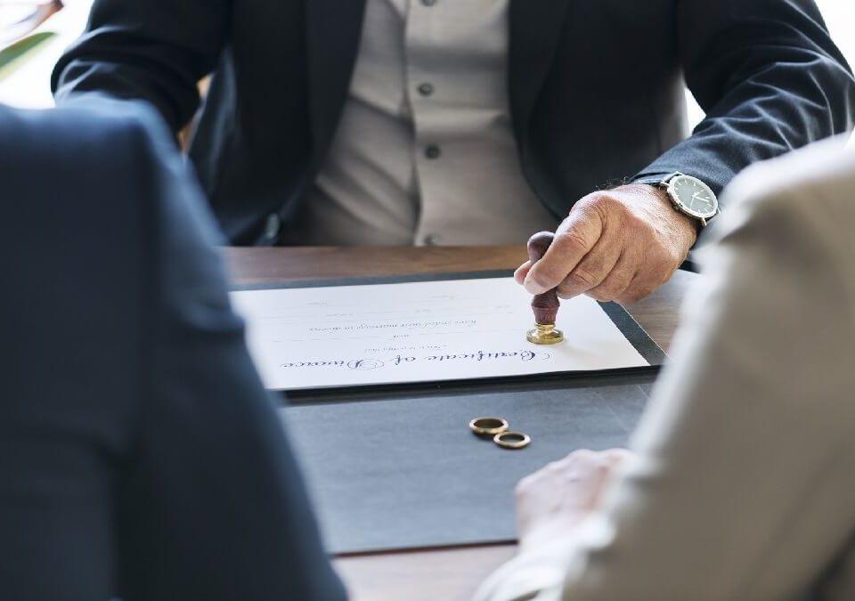 離婚協議時,誰可以擔任離婚證人?