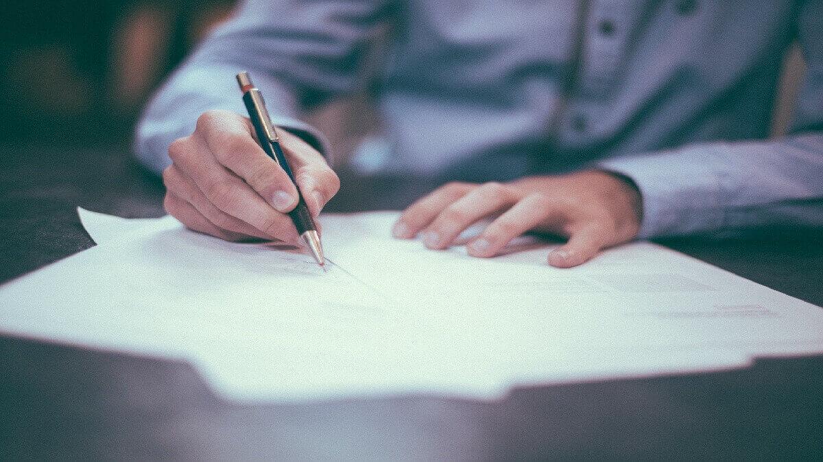 保險業務被告偽造文書 律師爭取不起訴