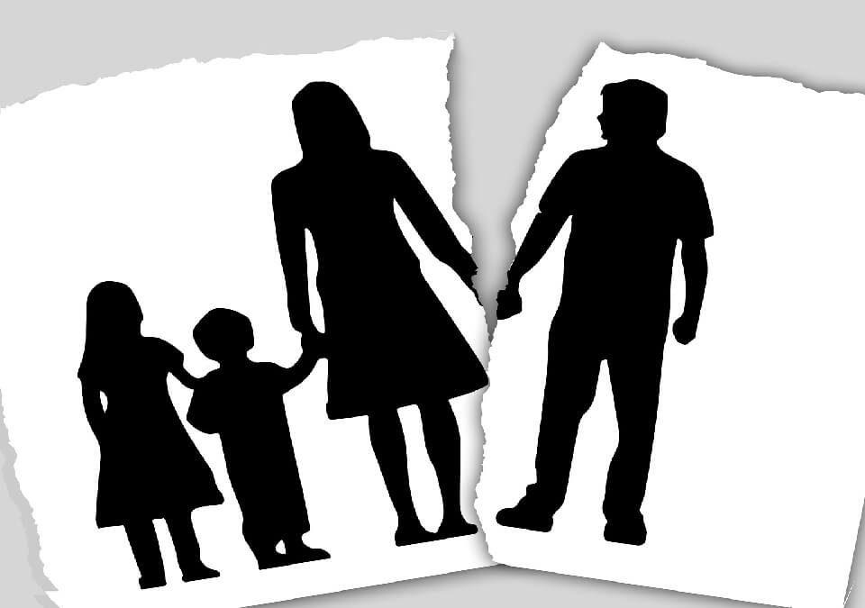 母親為孩子長年忍受欺凌,終決心找律師打離婚、家暴傷害的官司!