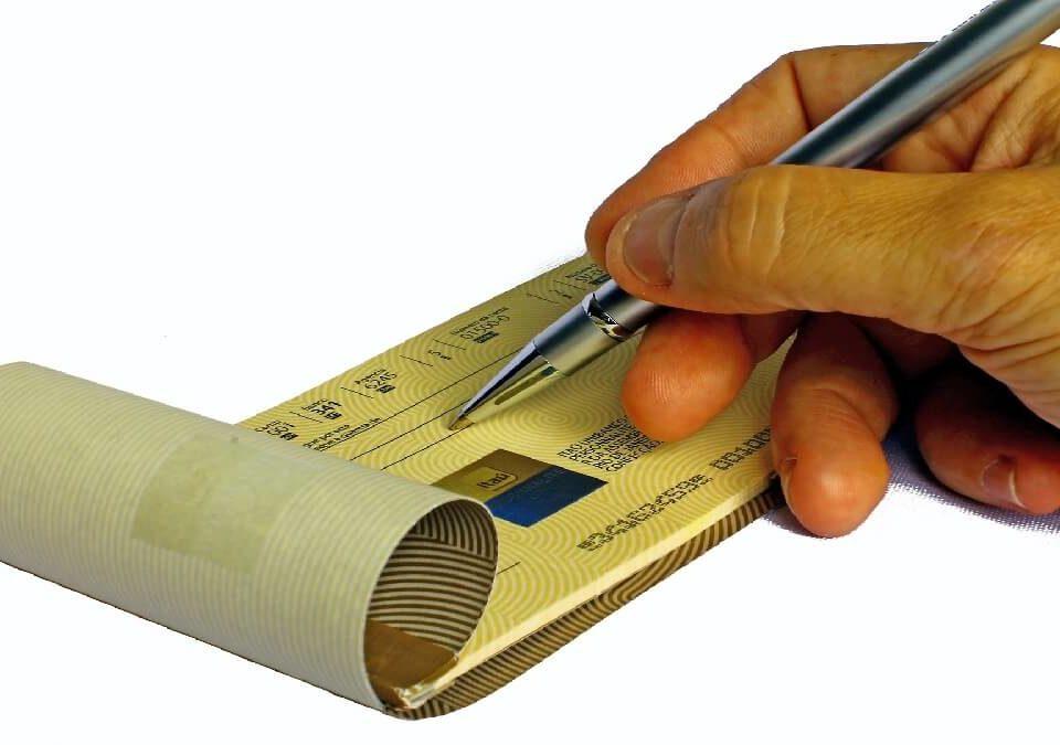 竄改支票金額,遭偽造有價證券罪起訴,刑事律師陪同出庭爭取緩刑