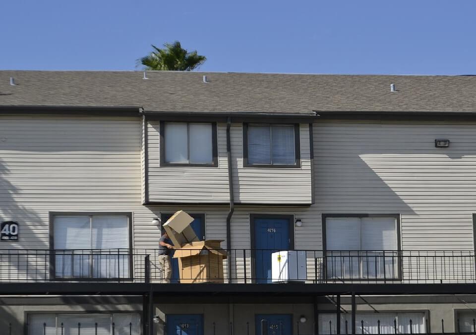 舊情人因債務賣屋卻賴著不走,男聘律師要求限期搬遷勝訴!