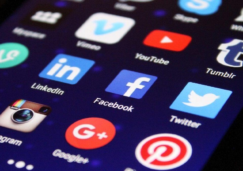 前任盜用臉書帳號發文遭羞辱,委任律師求償20萬並公開道歉成功