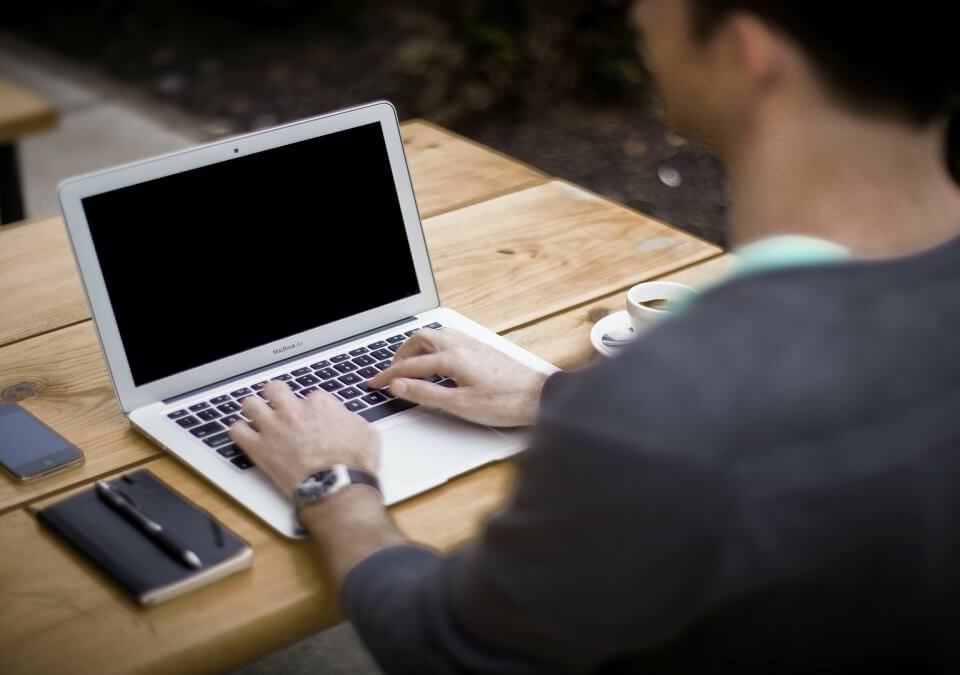 登入女友臉書急聘律師協助,妨害電腦使用罪案例