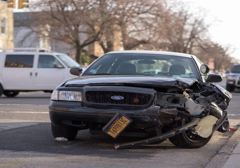 車禍骨折怎麼辦?我可以要求精神賠償嗎?