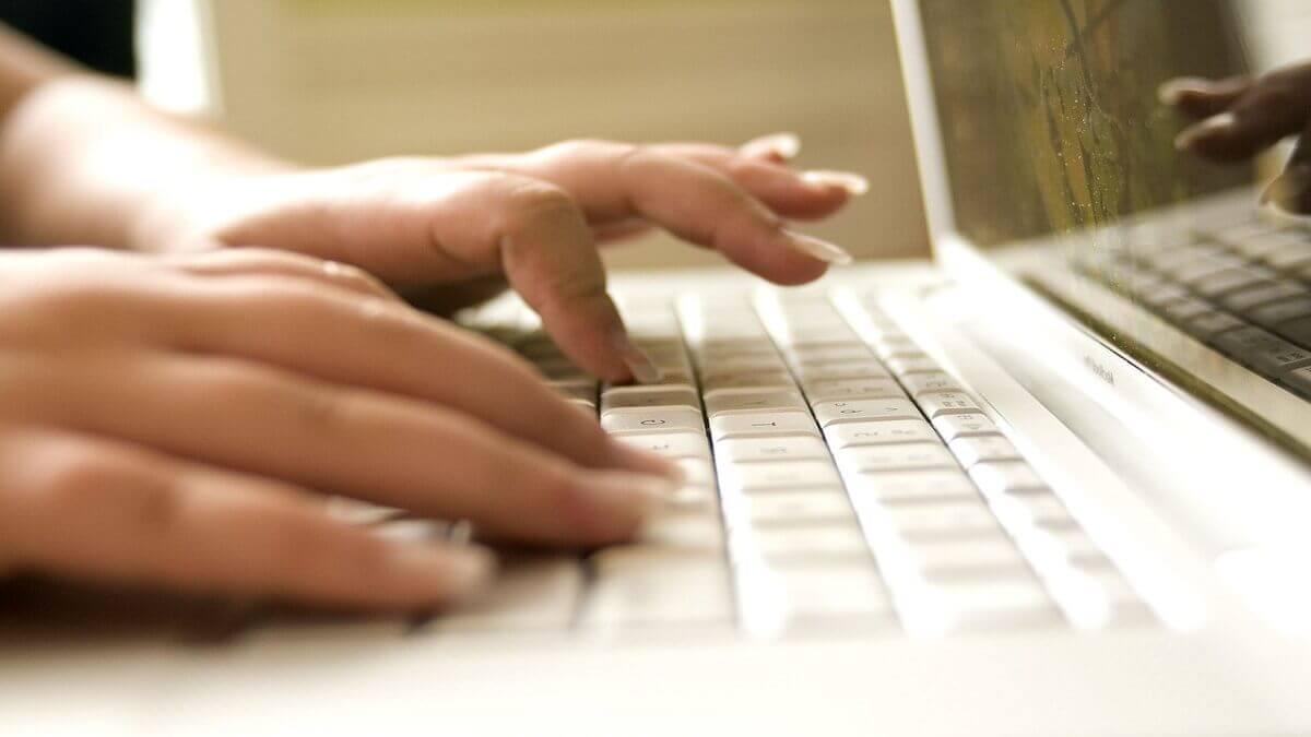 上網找工作分擔家計竟成警示戶,急尋高雄律師協助警詢偵查!